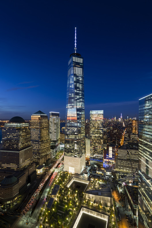 "Kimmelman Reviews the One WTC: An Emblem of New York's ""Upside-Down Priorities"" , One WTC. Image © James Ewing OTTO"