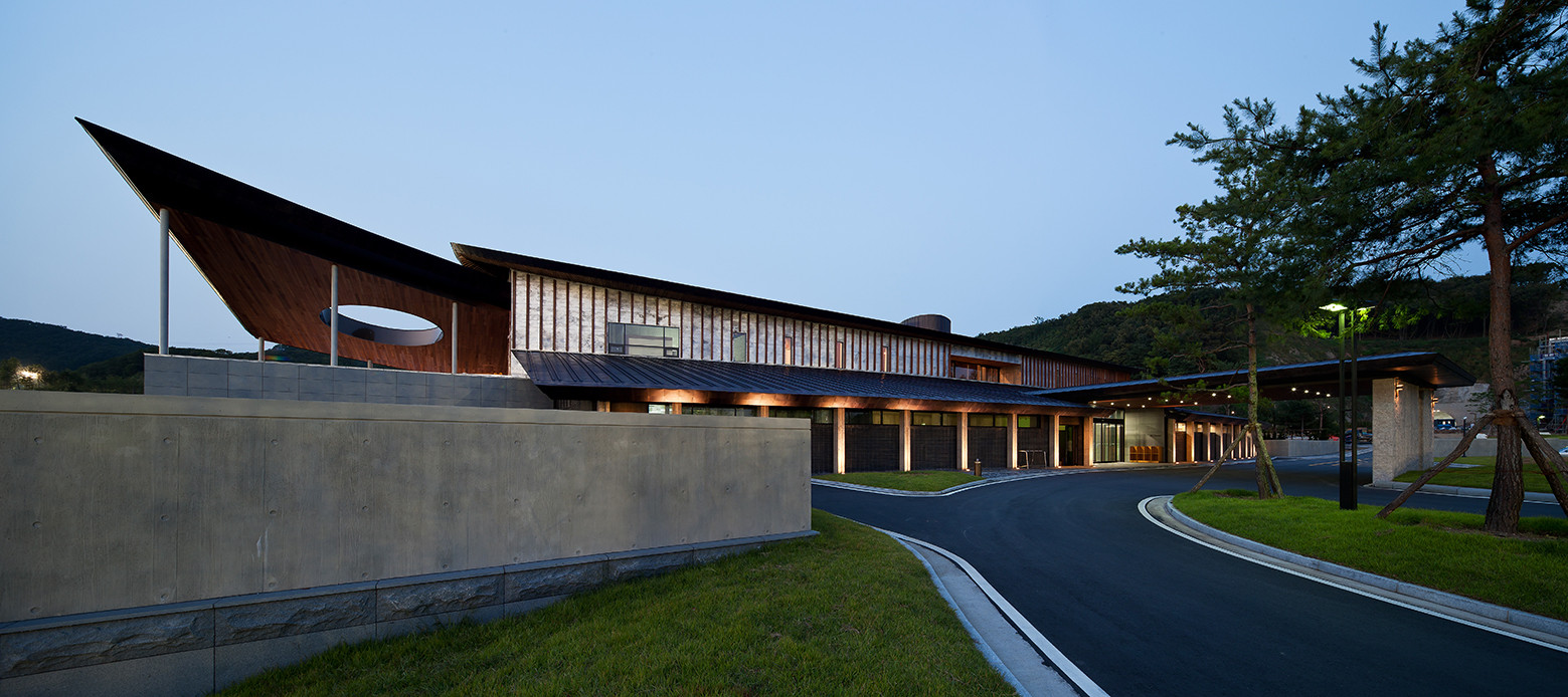 Seowon golf club house itm yooehwa architects itami for Clubhouse architecture design