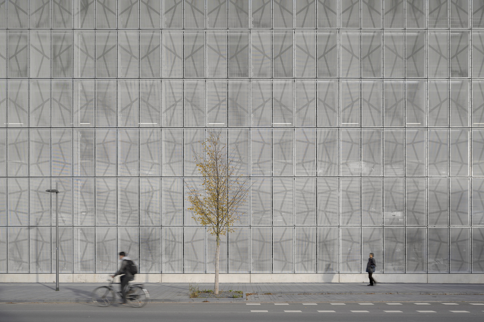 Massively out of Focus – the Melaten Car Park / KSG Architekten, © Yohan Zerdoun