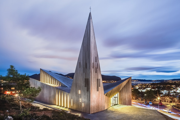 Community Church Knarvik / Reiulf Ramstad Arkitekter, © Hundven Clements Photography