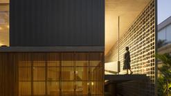 Casa B+B / Studio MK27 - Marcio Kogan + Renata Furlanetto + Galeria Arquitetos