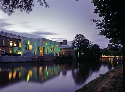 Sarphatistraat Offices. Image © Paul Warchol