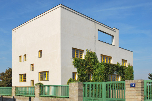 Villa Müller. Image © <a href='https://www.flickr.com/photos/adamgut/3973876219/'>Flickr user adamgut</a> licensed under <a href='https://creativecommons.org/licenses/by-nc-sa/2.0/'>CC BY-NC-SA 2.0</a>