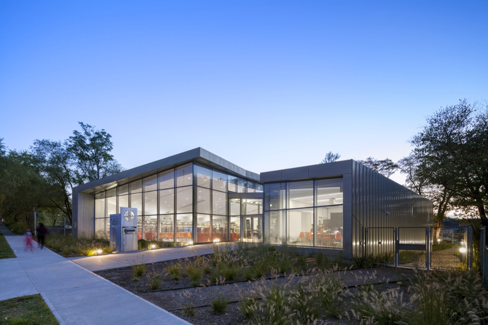 Mariner Harbor Branch Library / A*PT ARCHITECTURE, © Albert Vecerka / Esto