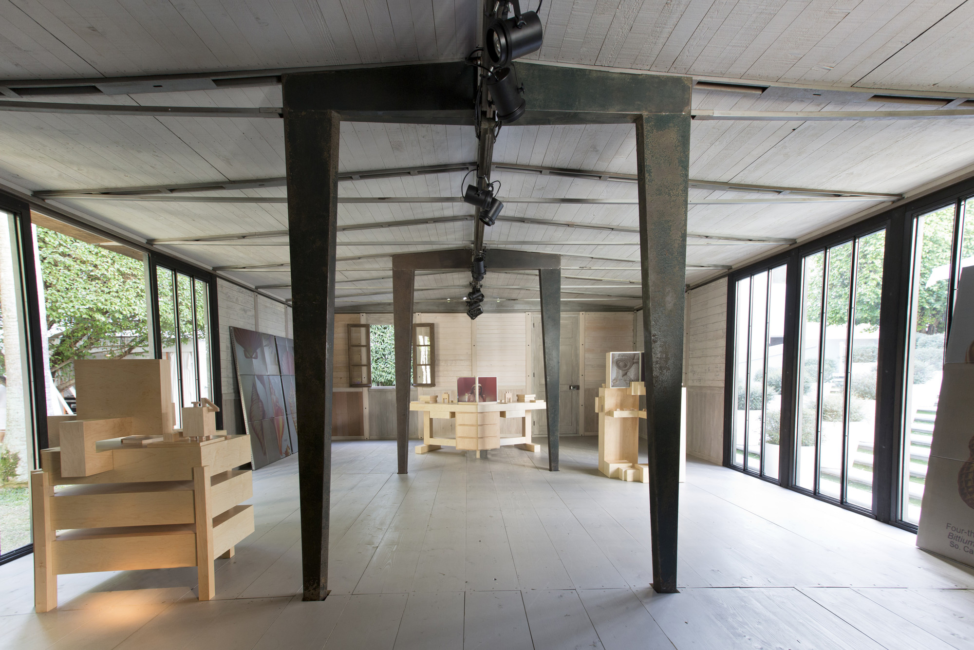 Video: Time Lapse Construction Of Jean Prouvéu0027s Demountable House,The  Interior Of The Jean