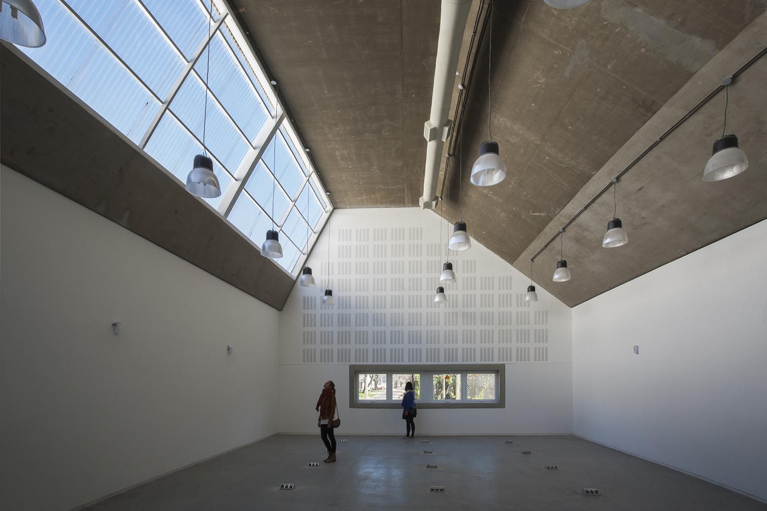 Escuela de Ingeniería Civil y Auditorio CUR / Gerardo Caballero, Maite Fernández, © Gustavo Frittegotto