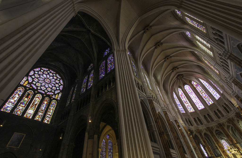 "The Restoration of Chartres Cathedral is a ""Scandalous Desecration"", On the left, an as-yet unrestored section of the cathedral can be compared to a restored section, right. Image © Flickr CC User Lawrence OP"