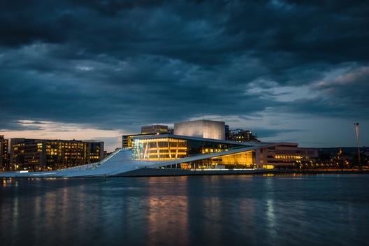 Oslo Opera House / Snøhetta. Image © CC Flickr User Howard Ignatius