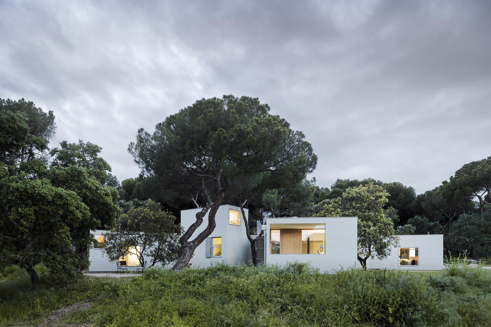 Conoce Los 35 Proyectos Espa Oles Nominados Para El Premio De La  # Muebles Guzman Nature