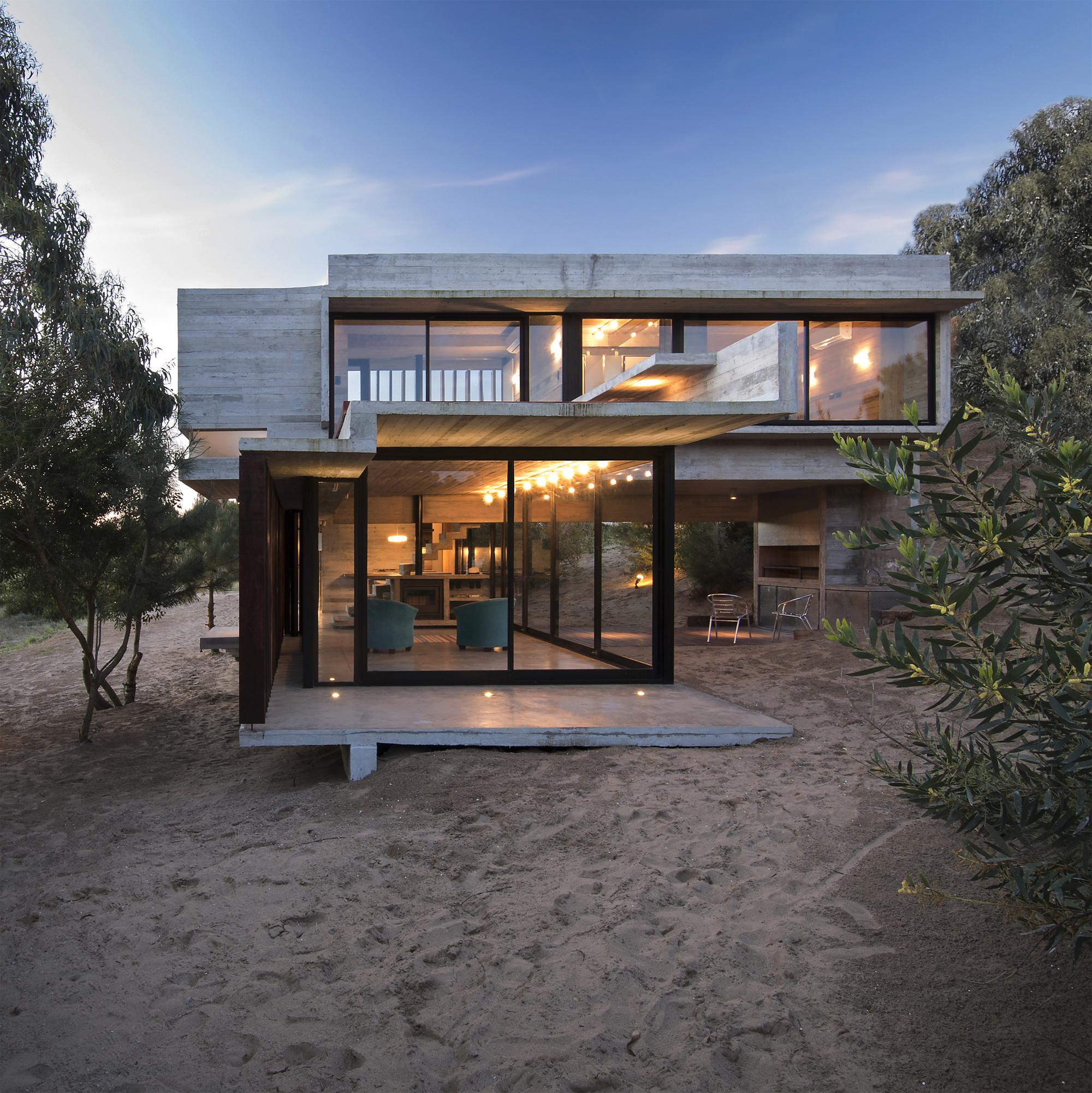 Mr house luciano kruk arquitectos archdaily - Casas de madera y hormigon ...