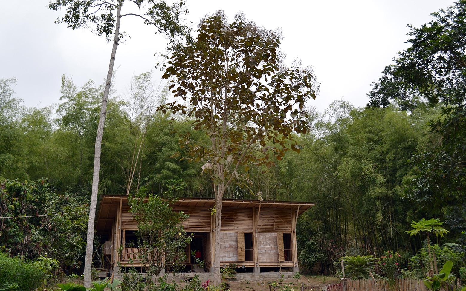 Galeria de casa convento enrique mora alvarado 6 for Casa con piscina quebrada alvarado