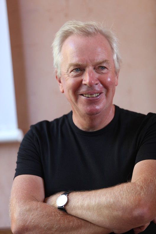 David Chipperfield in 2012. Image © <a href='https://www.flickr.com/photos/br1dotcom/7886397506'>Flickr user br1dotcom</a> licensed under <a href='https://creativecommons.org/licenses/by/2.0/'>CC BY-SA 2.0</a>