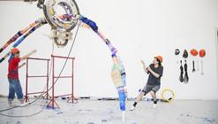 """¿Por qué aprender un oficio si puedes inventar el tuyo? Anton Álvarez y su """"Thread Wrapping Machine"""""""