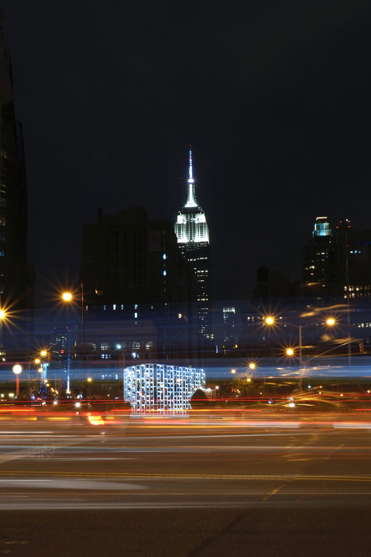 "INABA Frames Empire State Building with Animated ""New York Light"" Installation, © Zhonghan Huang"