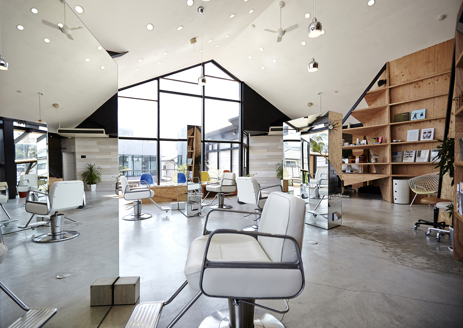 Hair salon slundre bhis archdaily for Decor interieur de salon