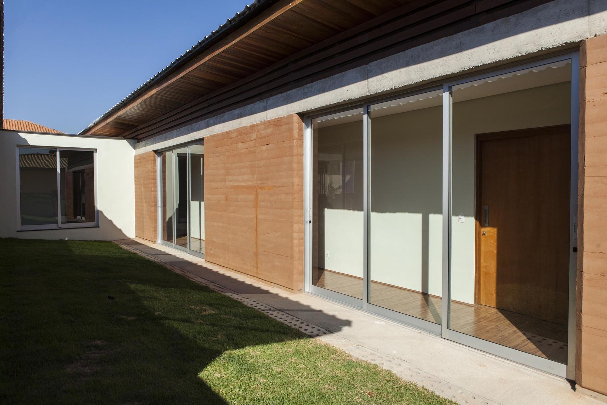 Casa Colinas / FATO Arquitetura, © Paulo Heise