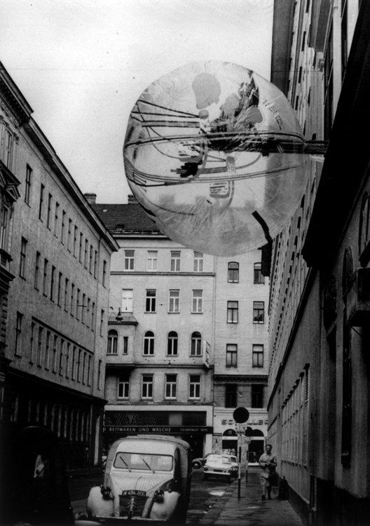Haus-Rucker-Co: Architectural Utopia Reloaded, Haus-Rucker-Co, Ballon für Zwei, Apollogasse, Wien, 1967. Image © Haus-Rucker-Co, Gerald Zugmann