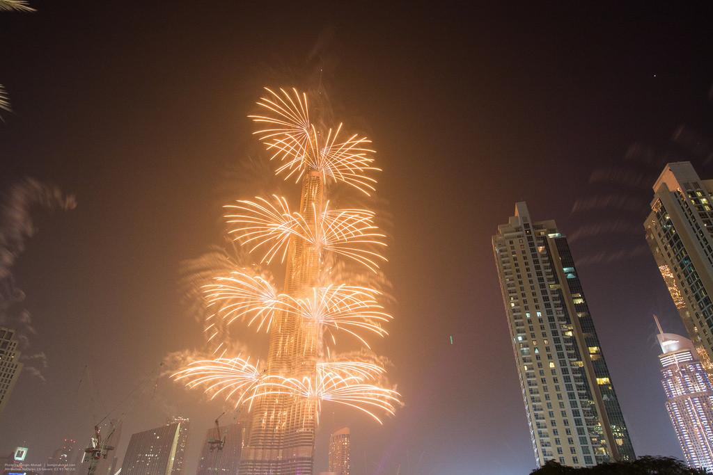 Vídeos: Os melhores fogos de artifícios arquitetônicos do Ano Novo de 2015, © Flickr CC user Bengin Ahmad