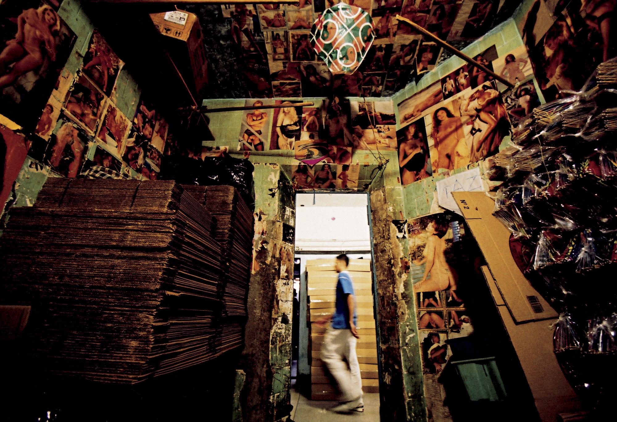 """""""Casas do Brasil 2014 – SOBREVIVÊNCIAS/ uma exposição sobre vivências: Carandiru"""", no MCB, © João Wainer"""