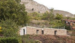 Refugio Entre Muros / Azootea
