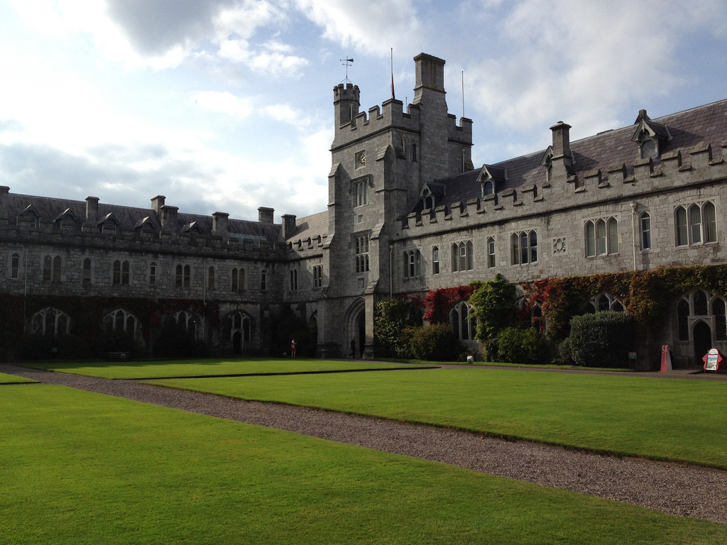 O'Donnell + Tuomey Selected to Design Student Hub for Cork University, University College Cork's main quadrangle. Image © Flickr CC user Meg Marks