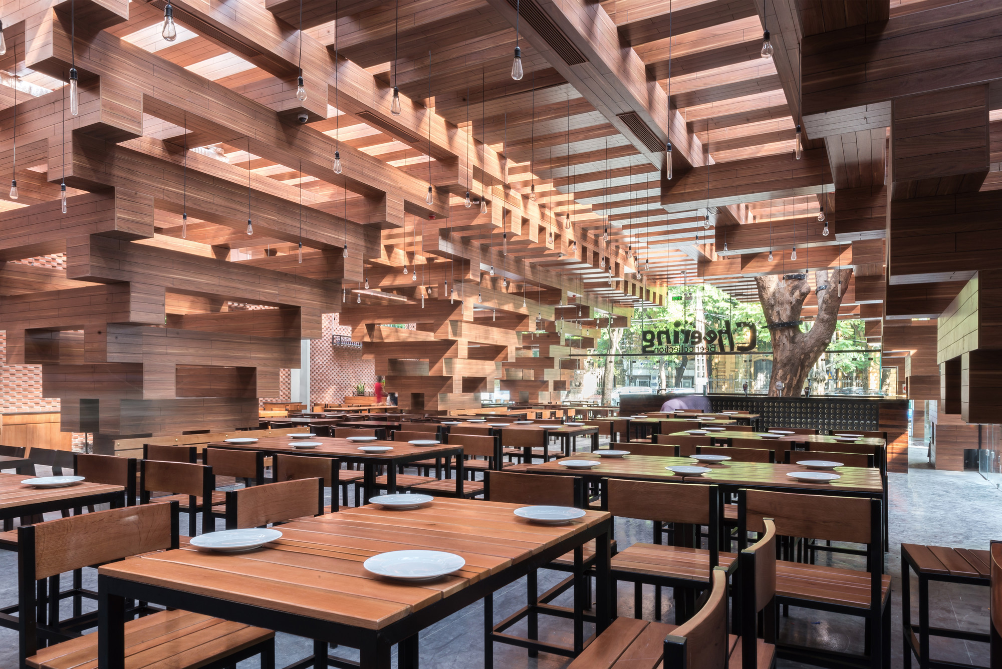 Cheering Restaurant / H&P Architects , © Nguyen Tien Thanh