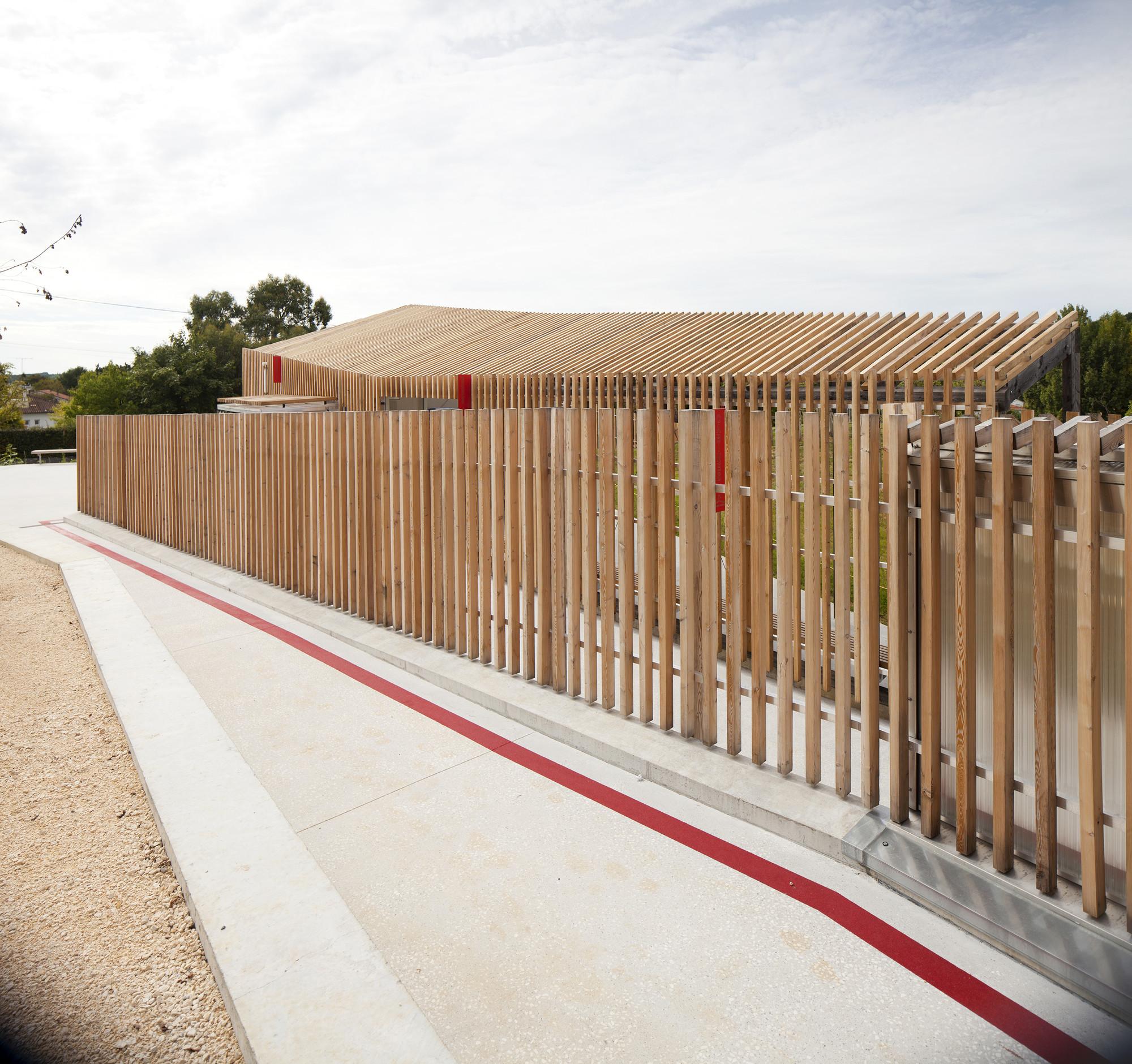 galeria de piscina th tre d 39 eau log architectes 4. Black Bedroom Furniture Sets. Home Design Ideas