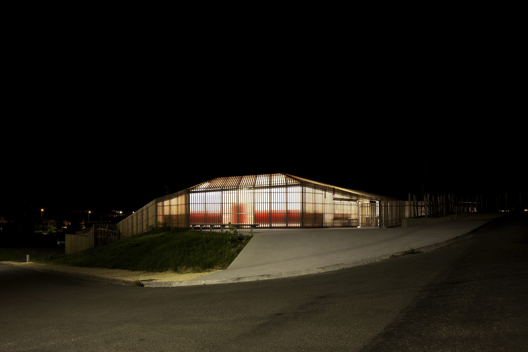galeria de piscina th tre d 39 eau log architectes 7. Black Bedroom Furniture Sets. Home Design Ideas