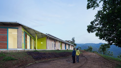 Village Health Works Staff Housing / Louise Braverman