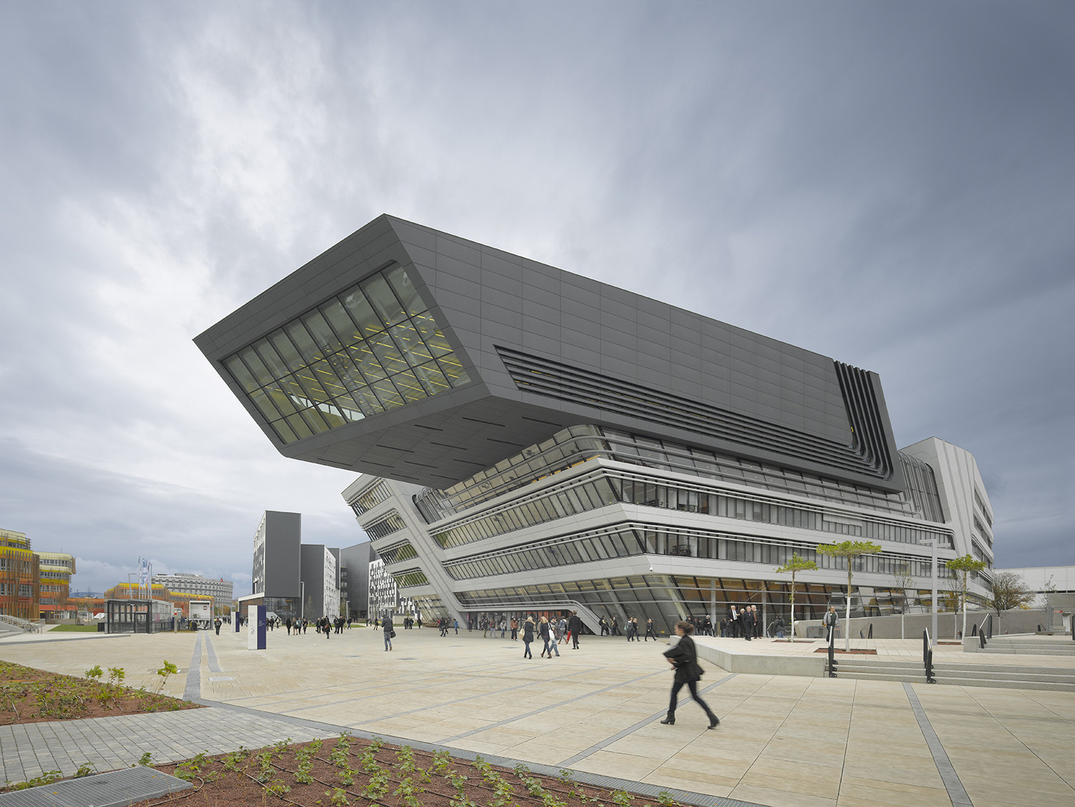 176-Pound Concrete Slab Falls From Year-Old Zaha Hadid Library, Library and Learning Centre University of Economics Vienna / Zaha Hadid Architects. Image © Roland Halbe