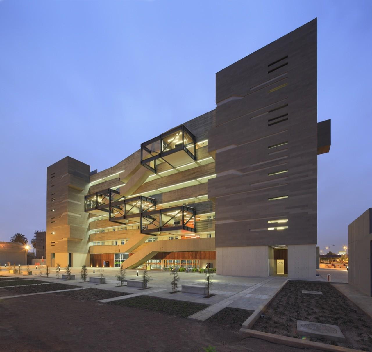 Galer a de edificio de aulas de ingenier a y ciencias pucp for Architecture noisy le grand