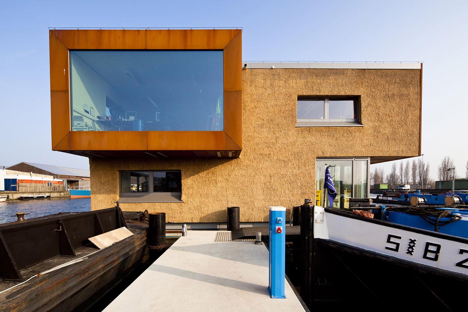 Floating Office for Waternet / Attika Architekten