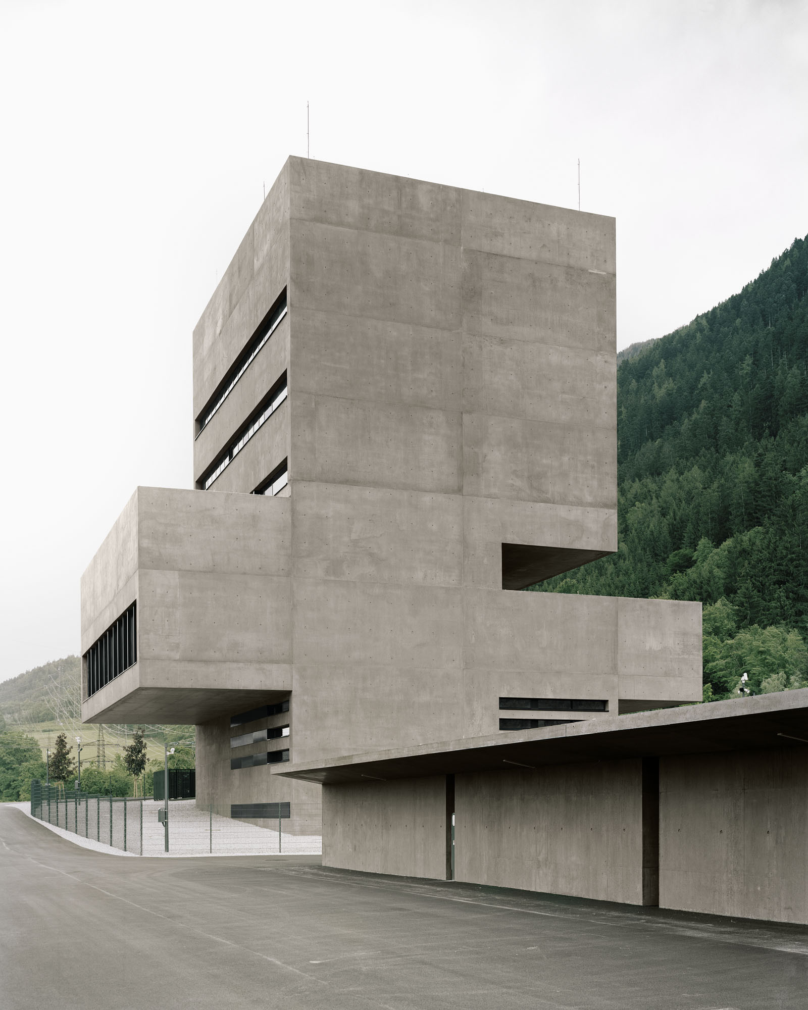 Centro de control de la central eléctrica Tiwag / Bechter Zaffignani ... - Plataforma Arquitectura