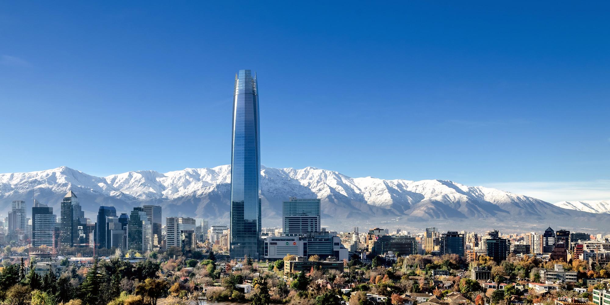 Os edifícios mais altos de 2014, Mais alto de 2014 #10: Torre Costanera, Santiago, 300 metros. Imagem © Pablo Blanco