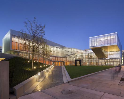 Centro de Nanotecnologia Krishna P. Singh. Imagem © Albert Večerka/Esto