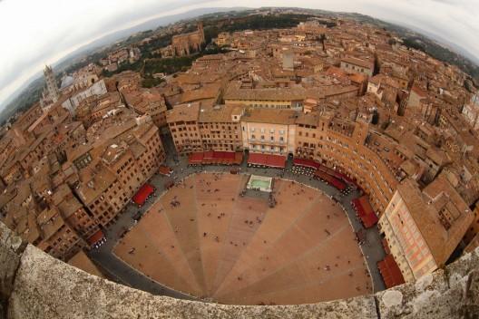 Os princípios de Gehl Architects para que as cidades sejam mais habitáveis, © Piazza del Campo, Siena (Itália) © schoeband, via Flickr