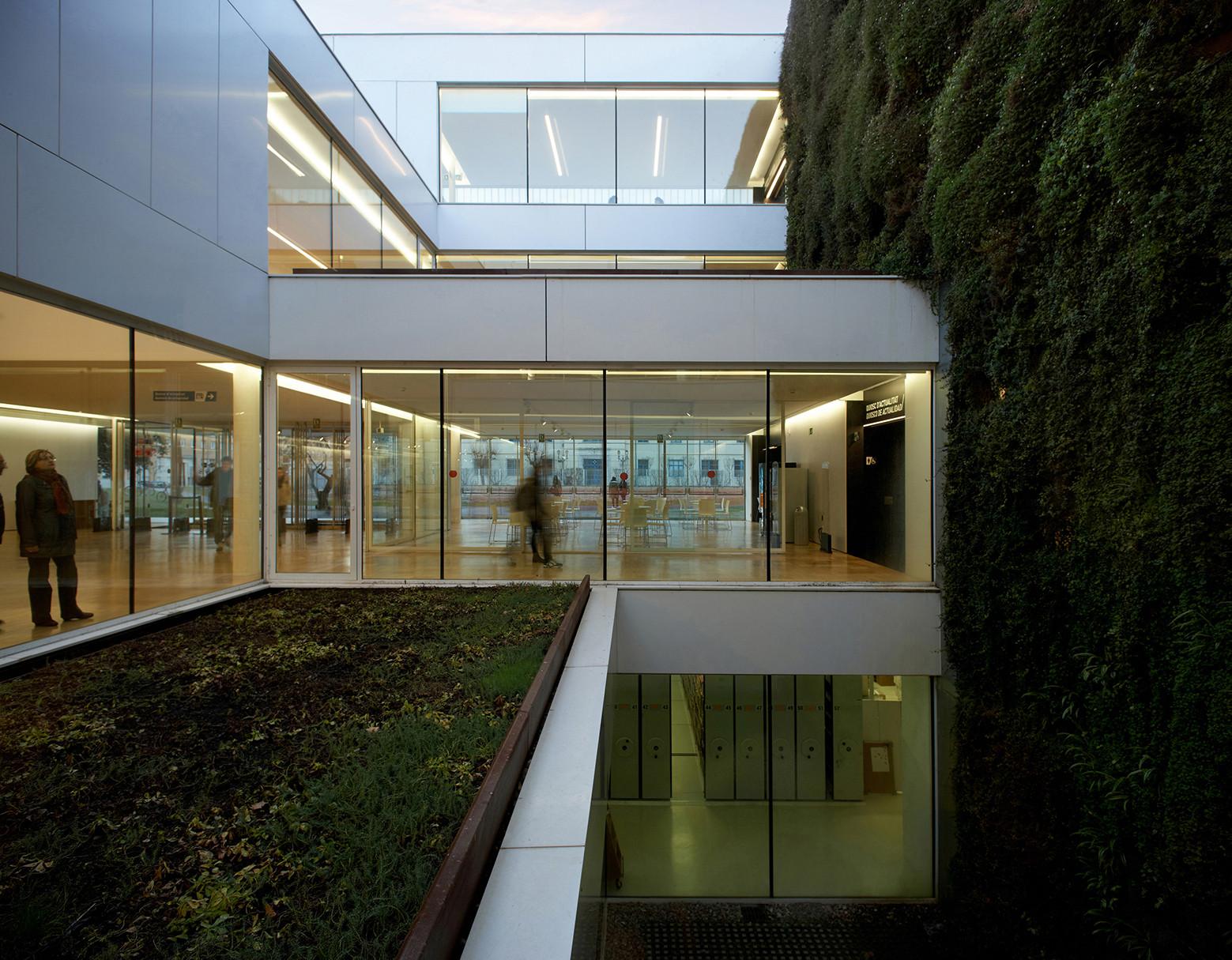 Girona public library corea moran arquitectura archdaily - Arquitectura girona ...