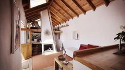 Embraced House / Pedro Quintela