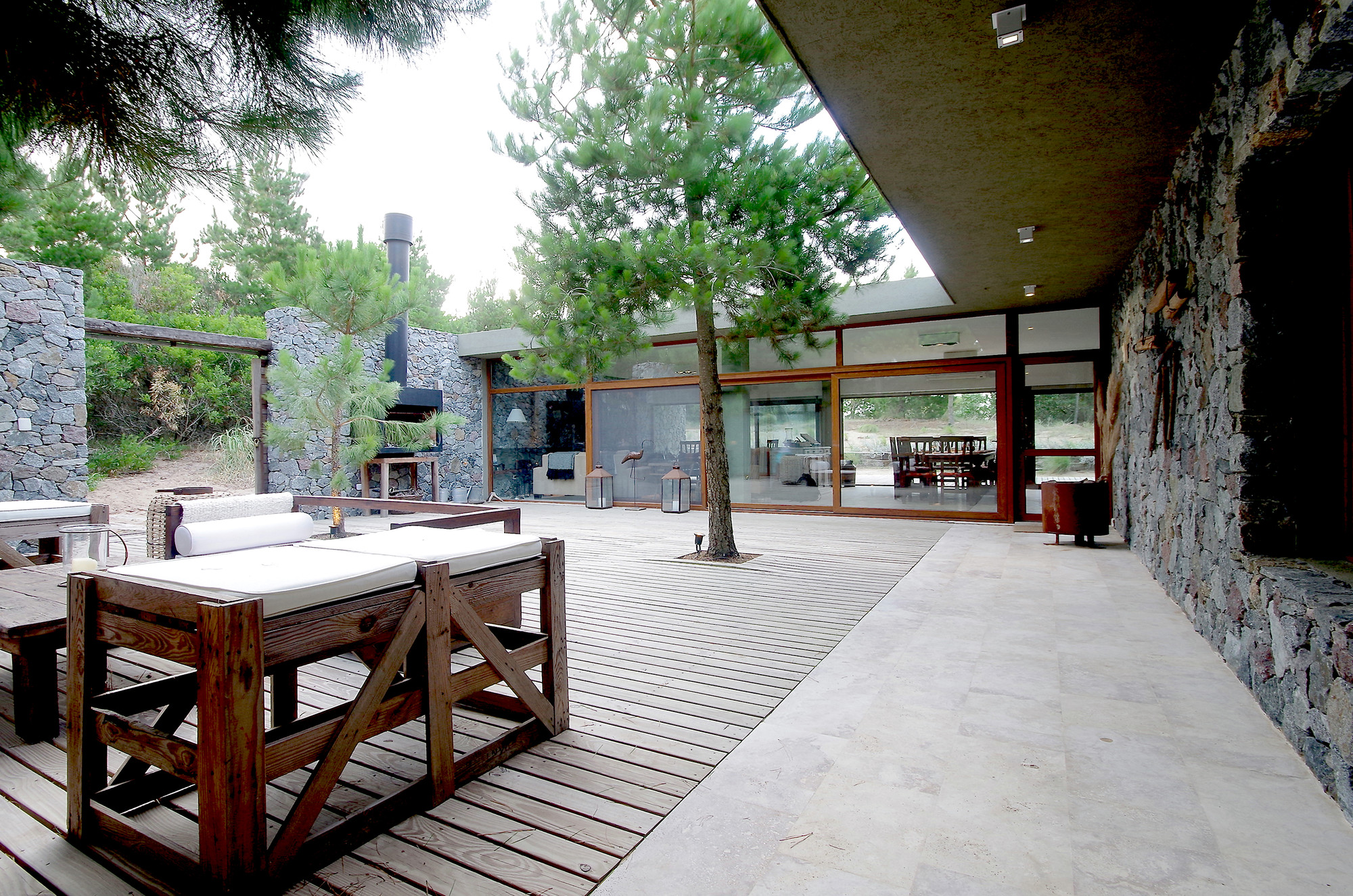 Patio House el patio house / lucas mc lean | archdaily