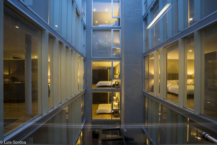 Suites AR 218 / Colonnier Arquitectos + Vieyra Arquitectos, © Luis Gordoa