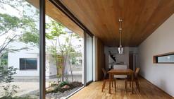 Bridged Living Space / TT Architects