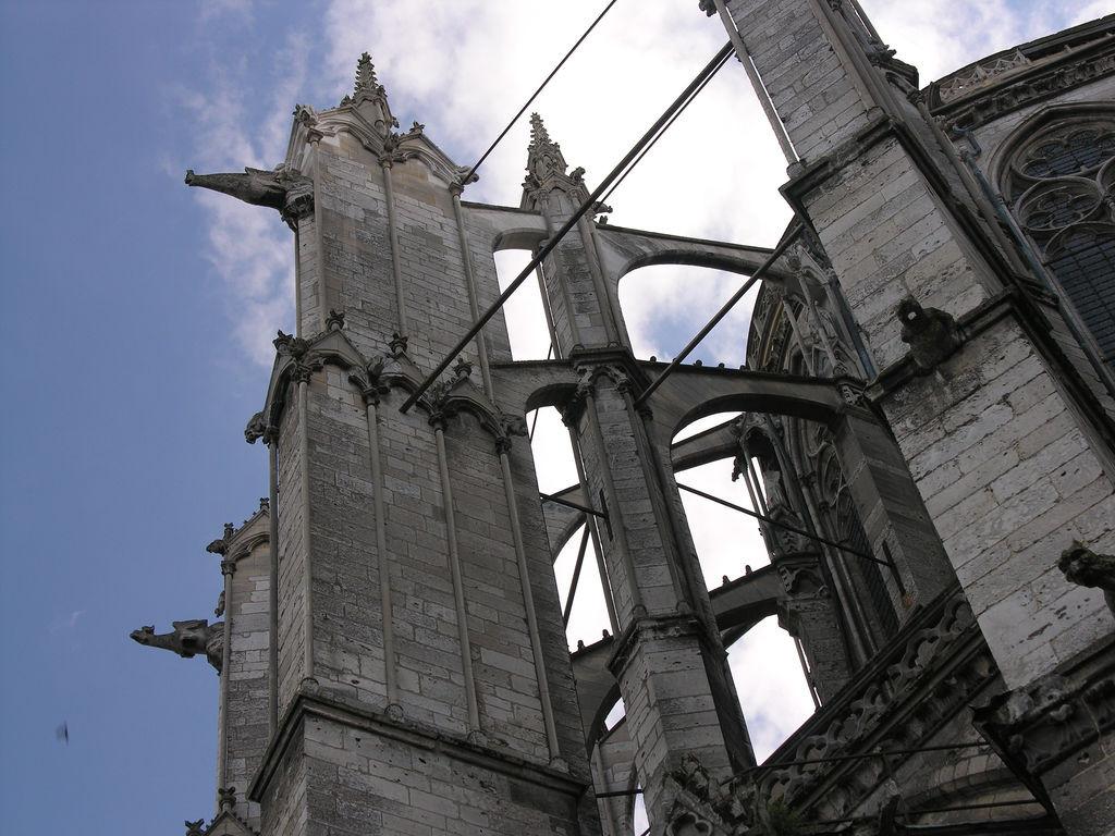 Nueva investigación demuestra que el hierro fue un importante material de construcción medieval, En la catedral de Beauvais, la estructura de acero que se creía añadida siglos después de la construcción fue en realidad incorporada a principios del siglo XIII. Image © James Mitchell [Flickr CC]