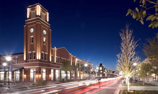 Firewheel Town Center / David M Schwarz Architects. Image via news.nd.edu