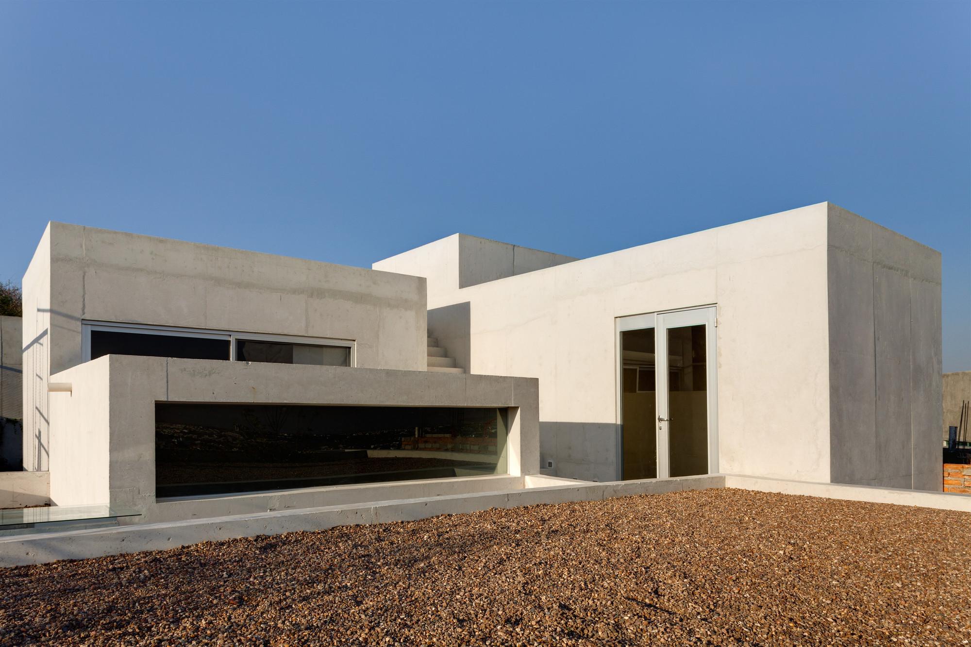 Casa EM / AMBROSI I ETCHEGARAY, © Rafael Gamo