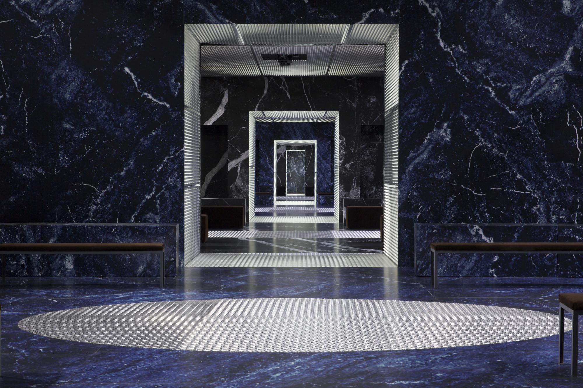 """Prada lanza su última colección masculina FW2015 en el """"Palacio Infinito"""" diseñado por OMA, © Agostino Osio; OMA and Prada"""