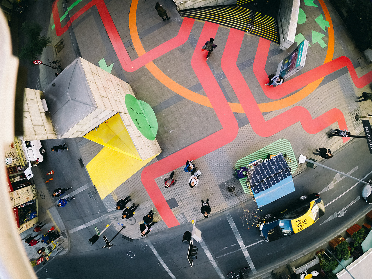 Intervenção Urbana: Huellas Artes, um toque colorido no centro de Santiago, © Ines Subtil