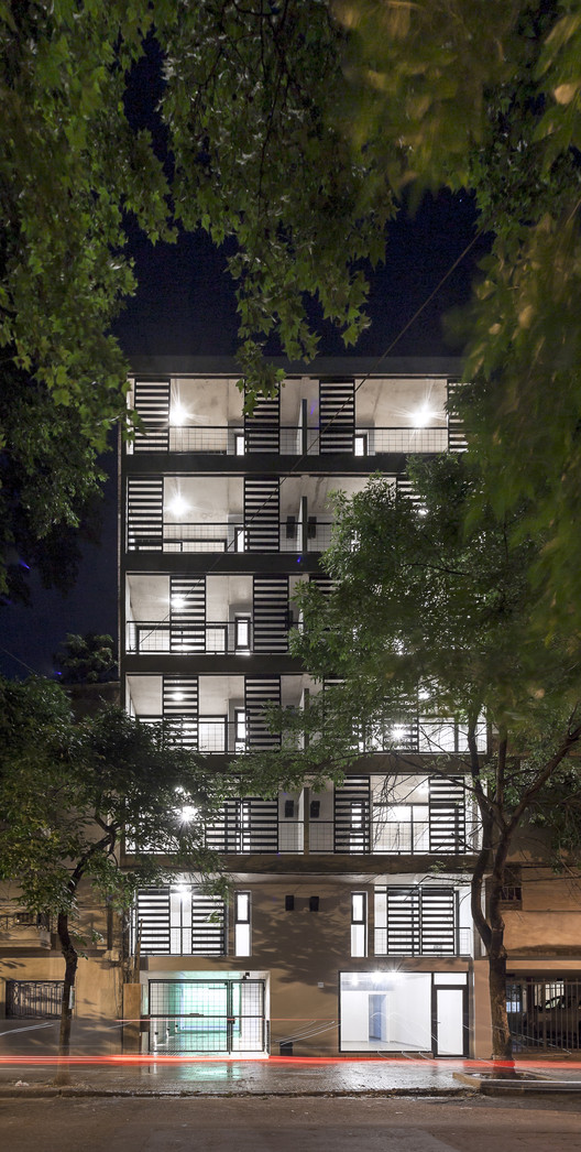 Edificio San Lorenzo / Garnerone + Ramos Arq, © Walter Salcedo