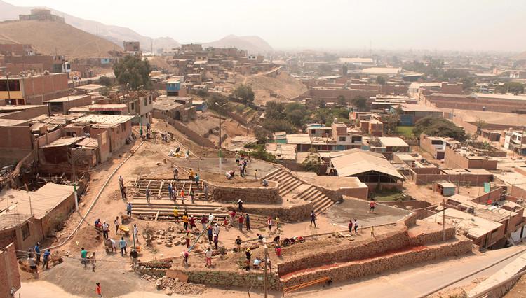 """Espaços públicos humanos para uma cidade informal, a experiência de """"Barrio Mío"""" em Lima, © Archivo REP-BM"""