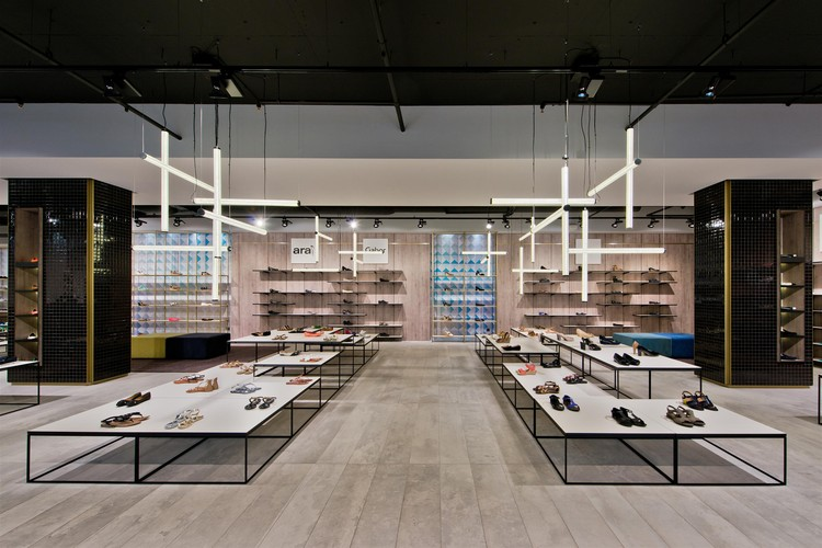 Shoe Gallery Plazma Architecture Studio Archdaily