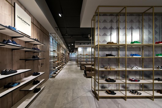 Shoe Gallery / Plazma Architecture Studio